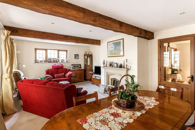 3 Bedrooms Detached Bungalow for sale in Fairfax Close, Oxted.