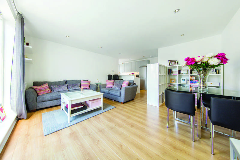 2 Bedrooms Flat for sale in Eardley Road, SW16
