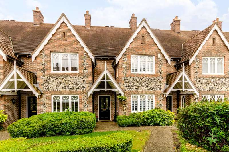 3 Bedrooms Terraced House for sale in Walled Garden Close, Park Langley, BR3