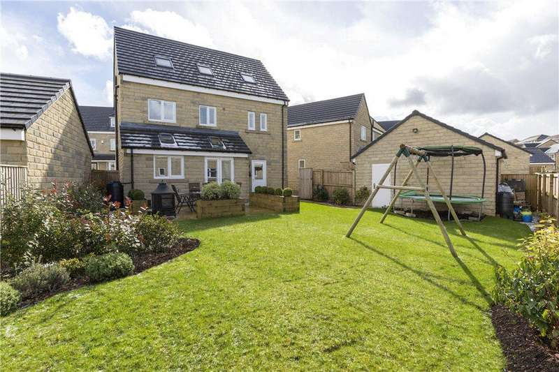 5 Bedrooms Detached House for sale in New Holland Drive, Wilsden, West Yorkshire