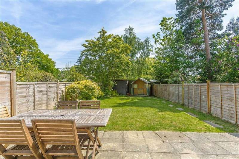 3 Bedrooms Terraced House for sale in Home Park, Oxted, Surrey