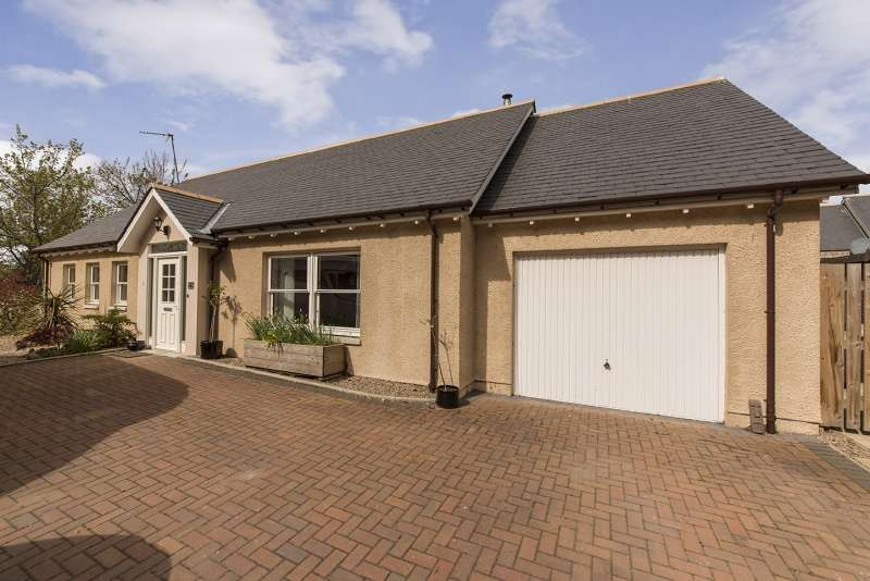 3 Bedrooms Bungalow for sale in Peter Milne Close, Tarland, Aboyne, AB34 4UY