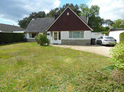 4 Bedrooms Bungalow for sale in Ashley Heath, Ringwood