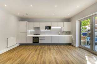 2 Bedrooms Flat for sale in Heronsgate, The Avenue, Croydon