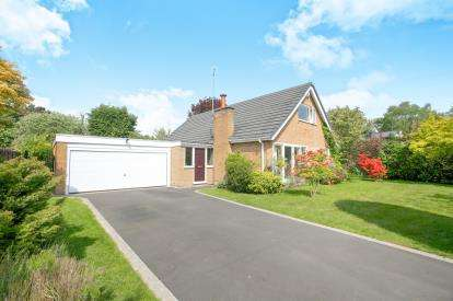 4 Bedrooms Bungalow for sale in Overhill Lane, Wilmslow, Cheshire