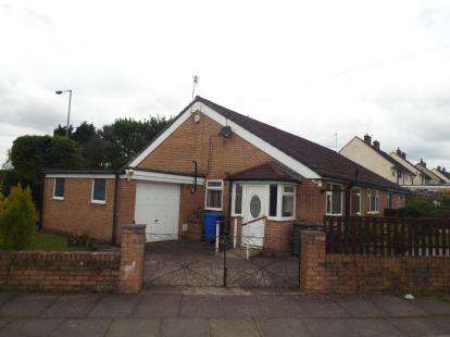 2 Bedrooms Bungalow for sale in Brandlesholme Road, Bury, Greater Manchester, BL8