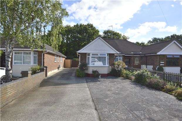 2 Bedrooms Semi Detached Bungalow for sale in HORLEY, RH6
