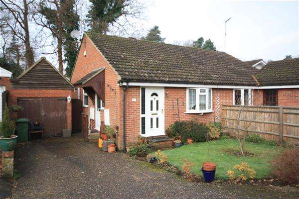 2 Bedrooms Bungalow for sale in Dudley Close, Whitehill