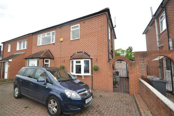 3 Bedrooms Semi Detached House for sale in Fawns Manor Road, Feltham