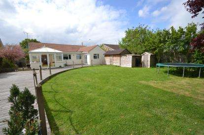 4 Bedrooms Bungalow for sale in Mayland, Chelmsford, Essex