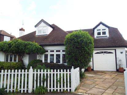 4 Bedrooms Bungalow for sale in Eastwood, Leigh On Sea, Essex