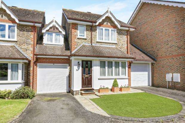 3 Bedrooms Terraced House for sale in Effingham, Leatherhead, Surrey