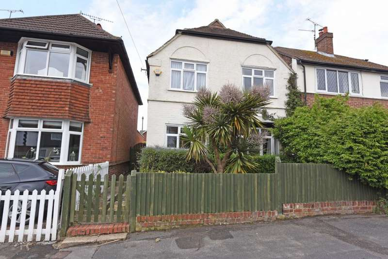 3 Bedrooms Detached House for sale in Cambridge Road West, North Camp, GU14