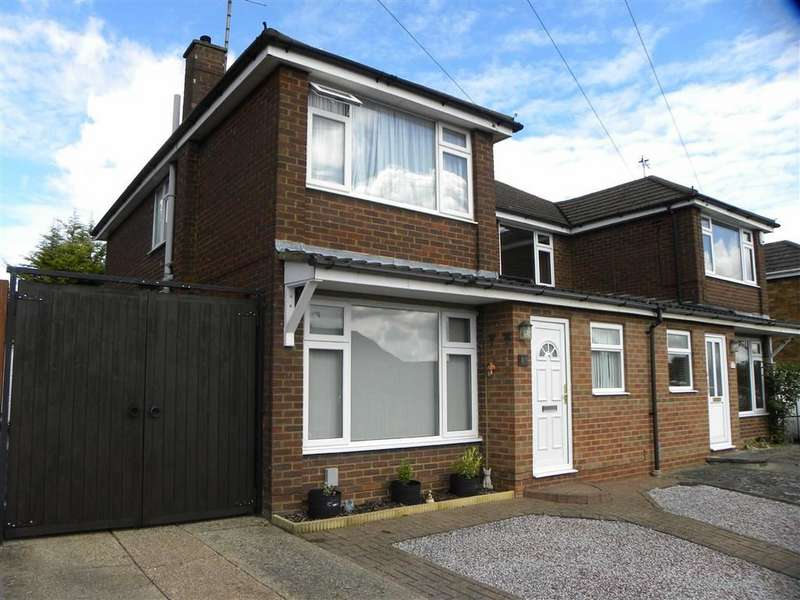 Property for sale in Goldstone Crescent, DUNSTABLE, Bedfordshire
