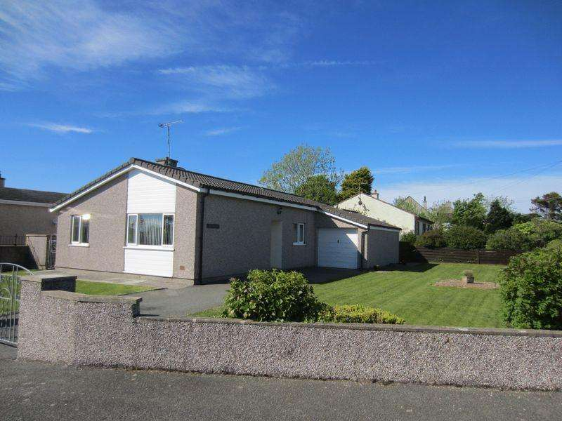 3 Bedrooms Bungalow for sale in Siop Newydd Estate, Amlwch