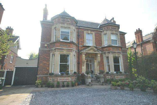 8 Bedrooms Detached House for sale in Abbey Park Road, GRIMSBY