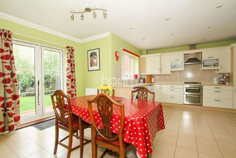 4 Bedrooms Detached House for sale in Close To Town