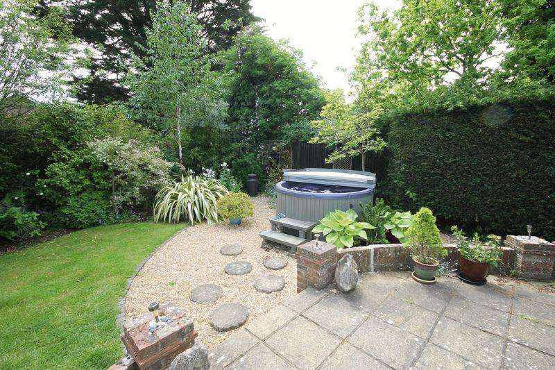 5 Bedrooms Detached House for sale in Upper St Johns Road, Burgess Hill, West Sussex,