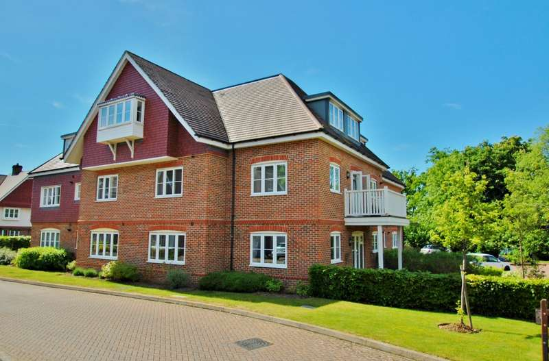 2 Bedrooms Flat for sale in Upper Meadow, Hedgerley Lane, Gerrards Cross, SL9