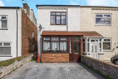 2 Bedrooms Semi Detached House for sale in Kew Road, Southport, Lancashire, Uk, PR8