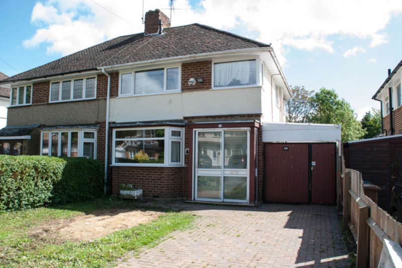 3 Bedrooms Semi Detached House for sale in Ridgehurst Avenue, Leavesden