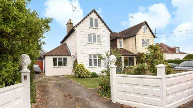 3 Bedrooms Semi Detached House for sale in The Ridgeway, Woodley, Reading