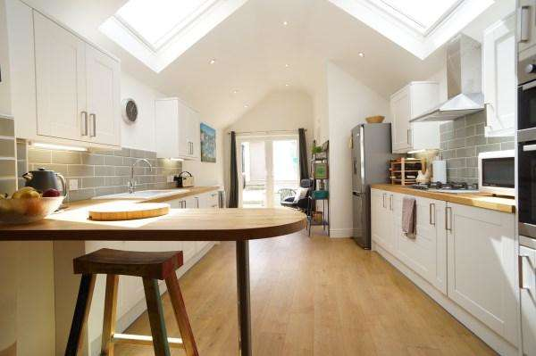 2 Bedrooms House for sale in Cross Street, Kingswood, Bristol, BS15 1SB