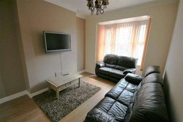 4 Bedrooms Terraced House for rent in Wetherby Grove, Leeds LS4