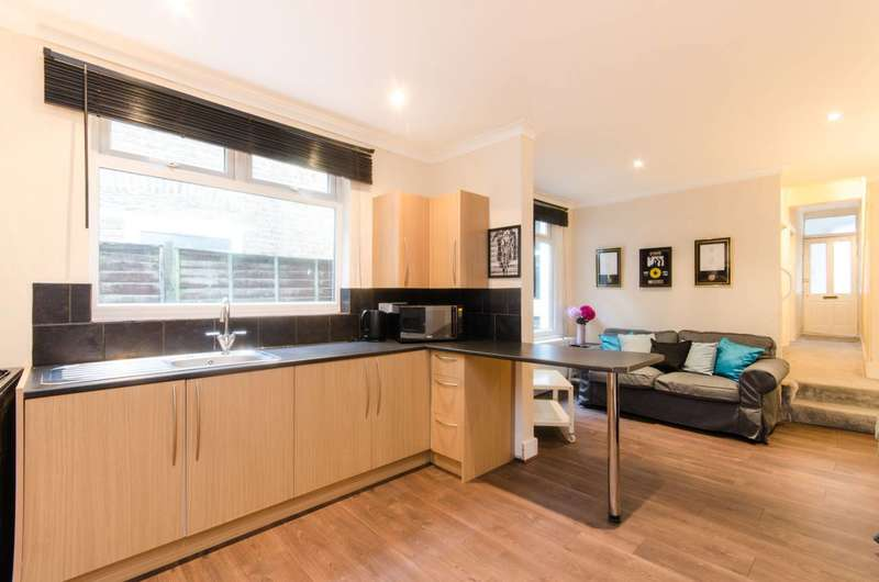 2 Bedrooms Maisonette Flat for sale in Southcroft Road, Tooting, SW17