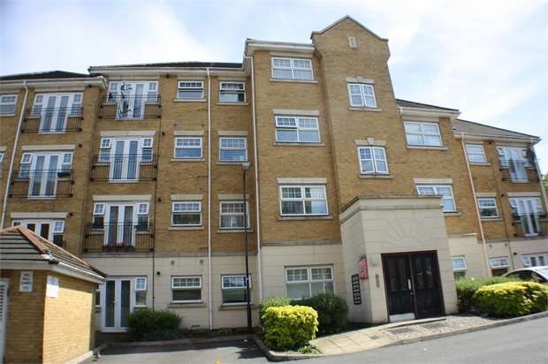 2 Bedrooms Flat for sale in Warren Way, Edgware, Middlesex