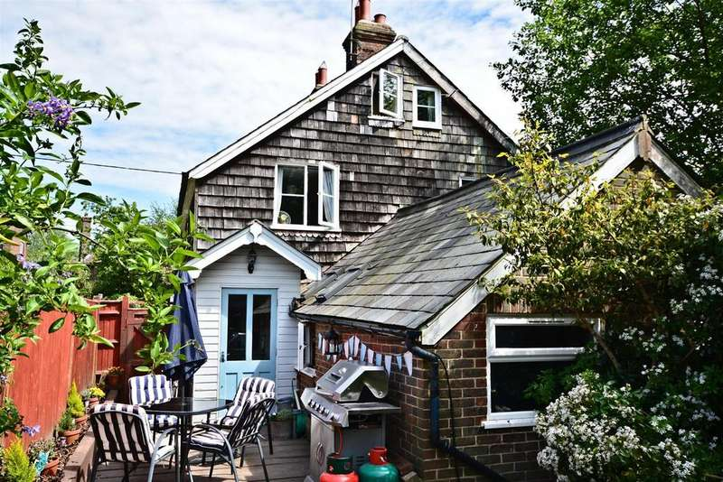 2 Bedrooms Semi Detached House for sale in North Street, Punnetts Town, Heathfield