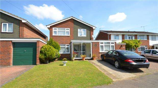 3 Bedrooms Link Detached House for sale in Farmers Way, Cox Green, Maidenhead