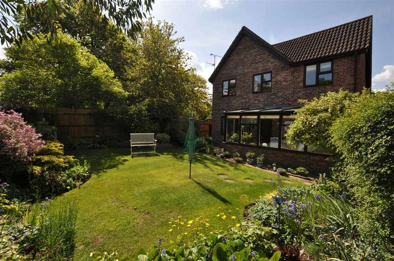 4 Bedrooms Detached House for sale in Chuzzlewhit Drive, Chelmsford