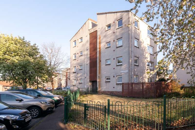 1 Bedroom Flat for sale in Robert Burns Drive, Liberton, Edinburgh, EH16 6BJ