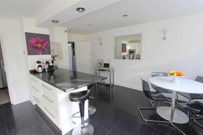 4 Bedrooms Semi Detached House for sale in Waylands Drive, Huntscross, Liverpool