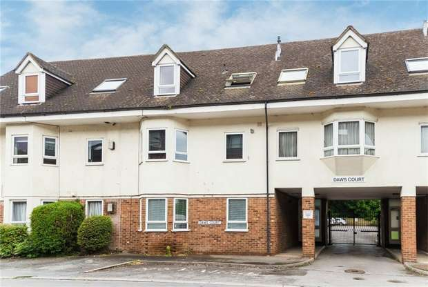 2 Bedrooms Flat for sale in Daws Court, High Street, IVER, Buckinghamshire