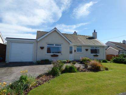 2 Bedrooms Bungalow for sale in Ffordd Caergybi, Cemaes Bay, Sir Ynys Mon, ., LL67