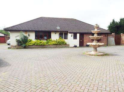 4 Bedrooms Detached House for sale in Ramsden Heath, Billericay, Essex