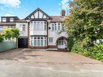5 Bedrooms Semi Detached House for sale in Harold Wood, Romford, Essex