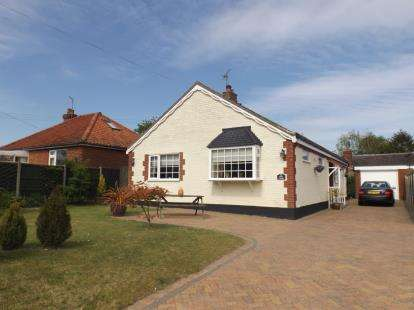 3 Bedrooms Bungalow for sale in Southrepps, Norfolk