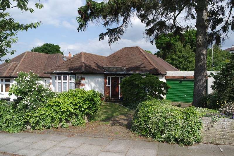 2 Bedrooms Detached Bungalow for sale in Kingsmead, Barnet