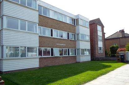 Flat for sale in Avondale, Truro Road, Bounds Green, London