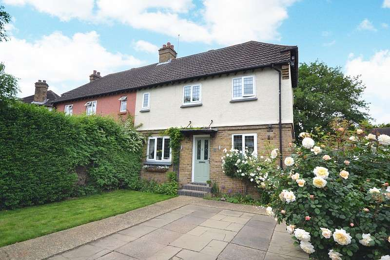 2 Bedrooms Semi Detached House for sale in Chertsey