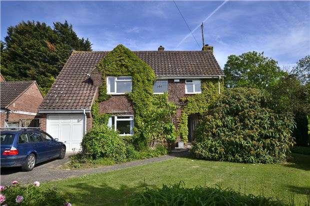 4 Bedrooms Detached House for sale in Carisbrooke Road, Hucclecote, GLOUCESTER, GL3 3QR
