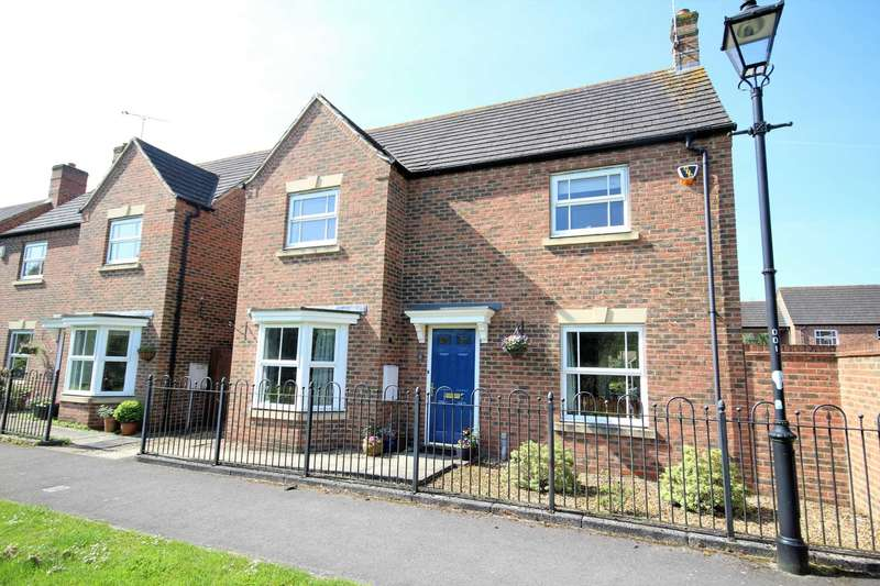 3 Bedrooms Detached House for sale in Kensington Path, Fairford Leys