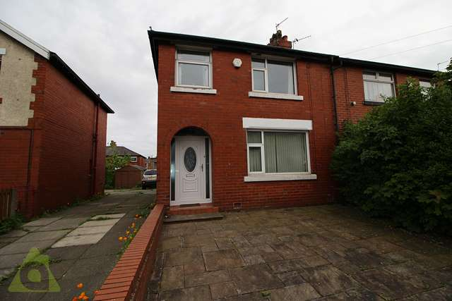 3 Bedrooms Semi Detached House for sale in Lupin Avenue, Farnworth BL4 0EP