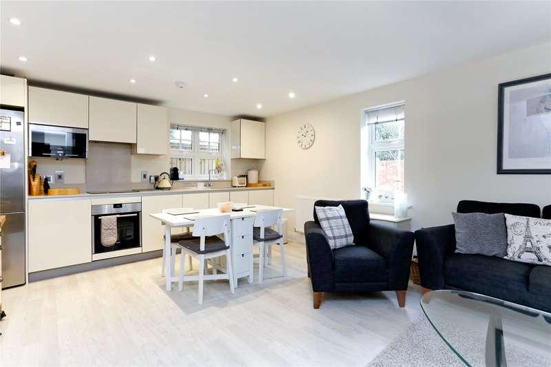 2 Bedrooms Flat for sale in Aldridge Place, Rogers Lane, Stoke Poges, SL2