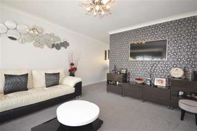 4 Bedrooms House for rent in Hallamshire Drive, Fulwood, S10 4FL