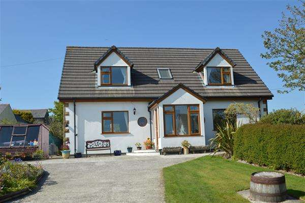 4 Bedrooms Detached House for sale in CARNKIE, WENDRON