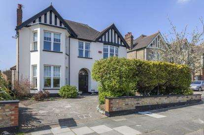 5 Bedrooms House for sale in Glenesk Road, London